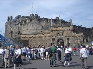 640px-Edinburgh_Castle_DSC05056